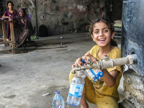 getting water in Shujaya 2