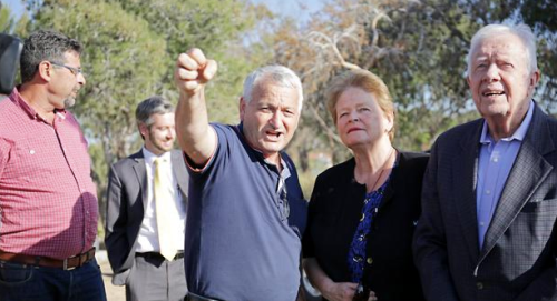 Gro Harlem Brundtland & Jimmy Carter visit a kibbutz next to the Gaza border.